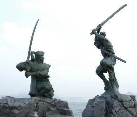 A statue of Miyamoto Musashi battling Kojiro